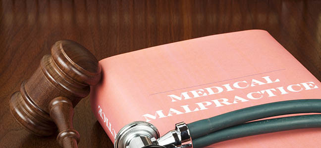 What are the responsibilities of the Medical Malpractice Lawyer?